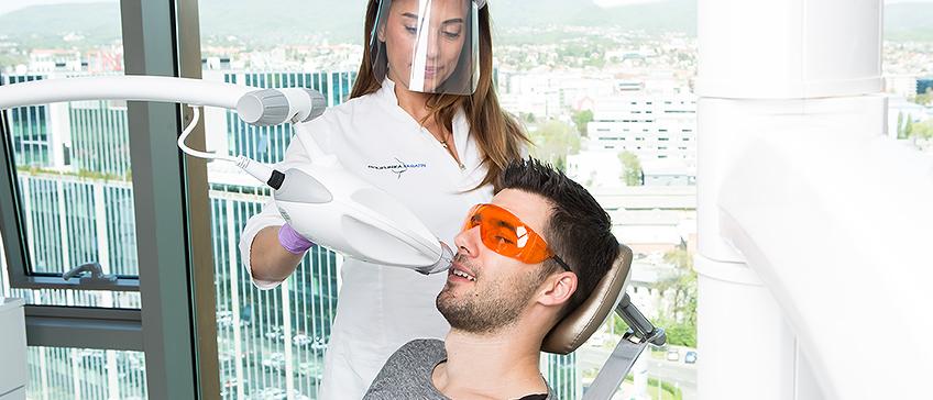 Zoom izbjeljivanje zubi
